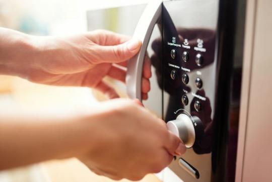電子レンジでチンしちゃいけない食べ物&電子レンジを上手く使うコツ